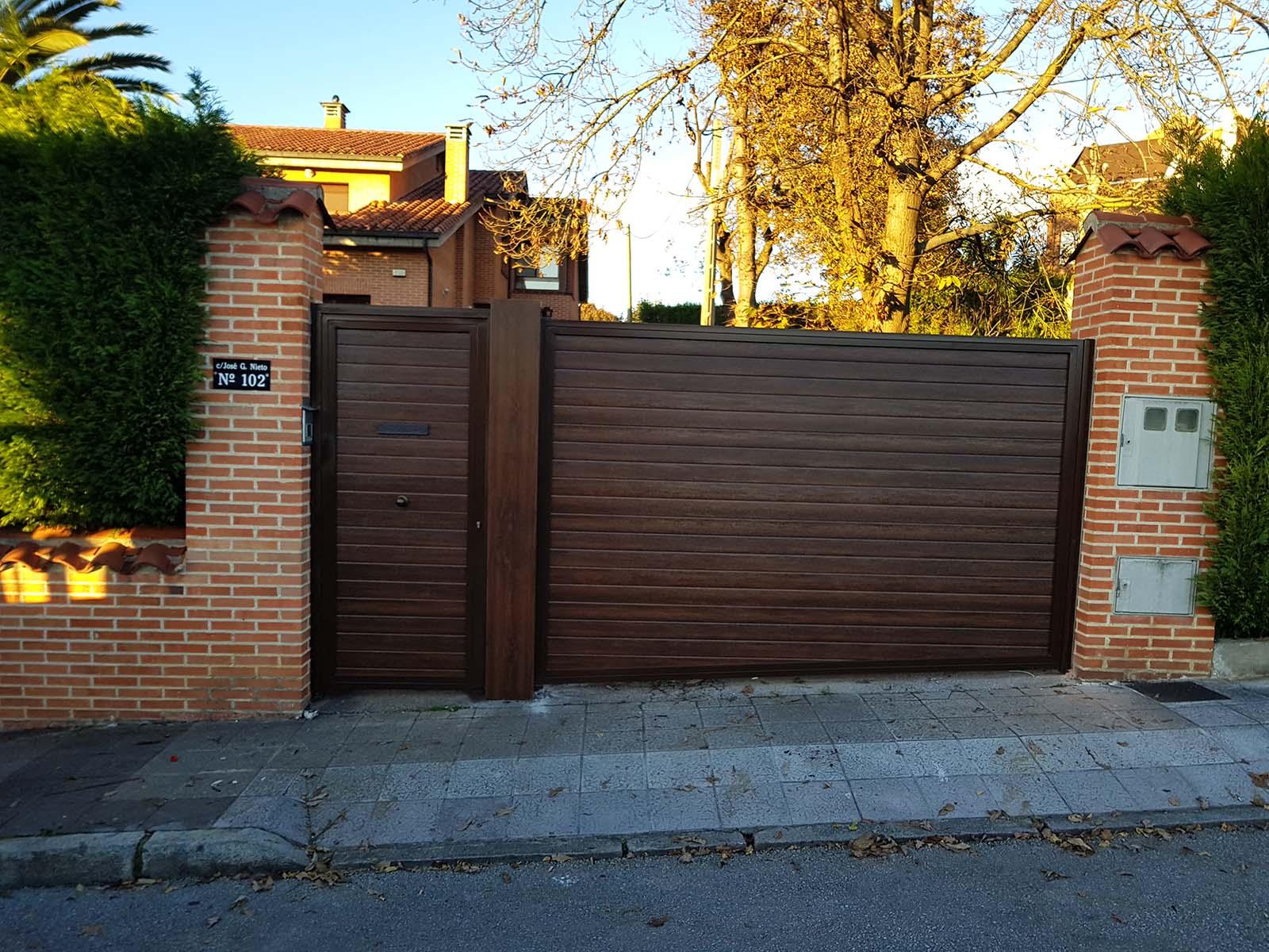 Puerta batiente Panel Gofrado Madera 1 Hoja