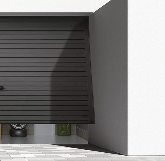 puerta basculante abriendo