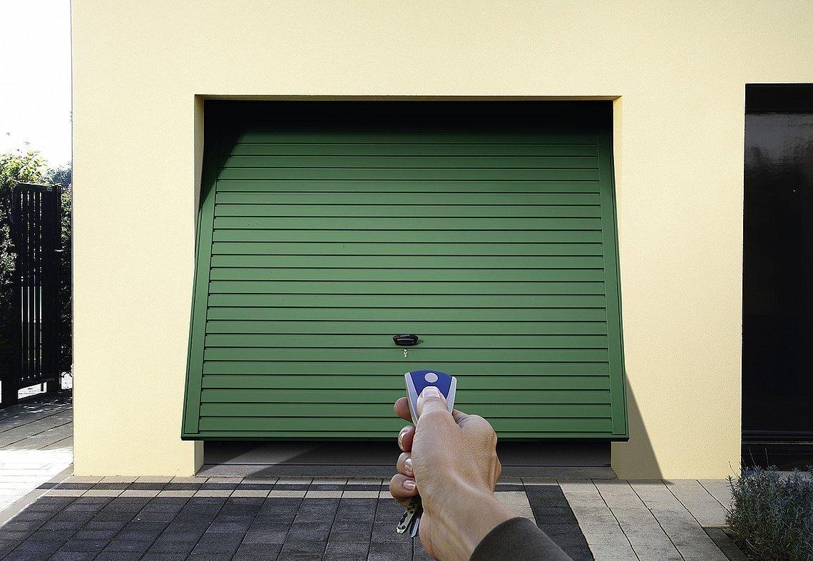 puerta de garaje basculante con mando